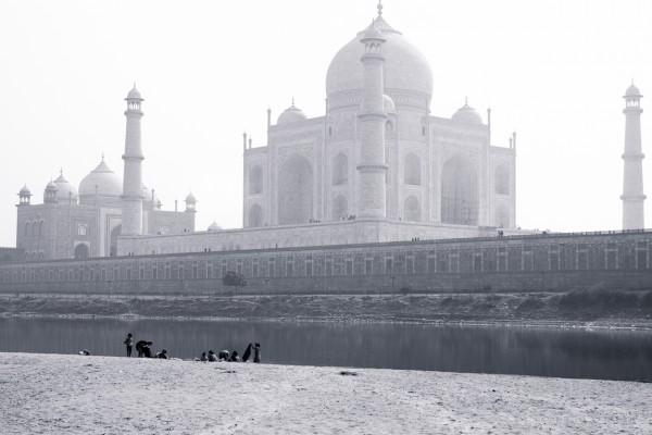 behind the taj mahal by Sarka Photography