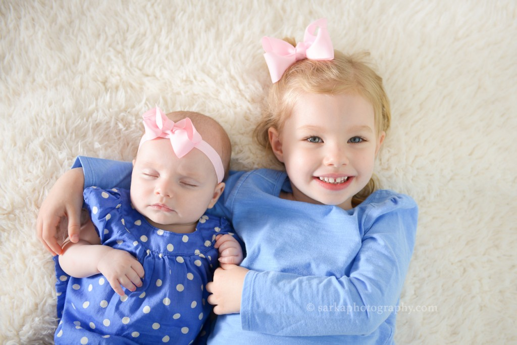 4month old baby girl sleeping next to her older sister photographed by Santa Barbara and Bay Area Sarka photography
